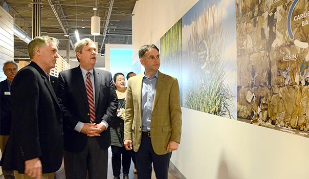 U.S. Secretary of Agriculture, Tom Vilsack, visiting Renmatix's world tech center